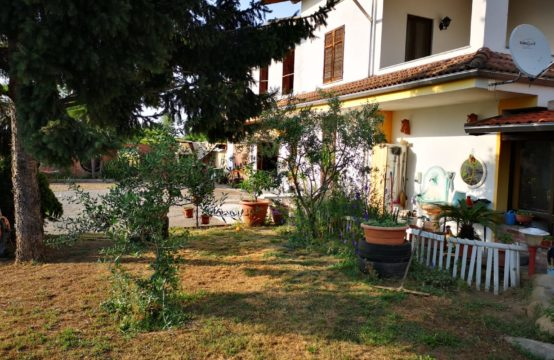 Villa in vendita a Galliate, 237.000 €