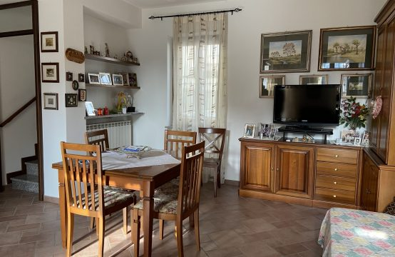 Casa semi-indipendente a Galliate a 250.000 €